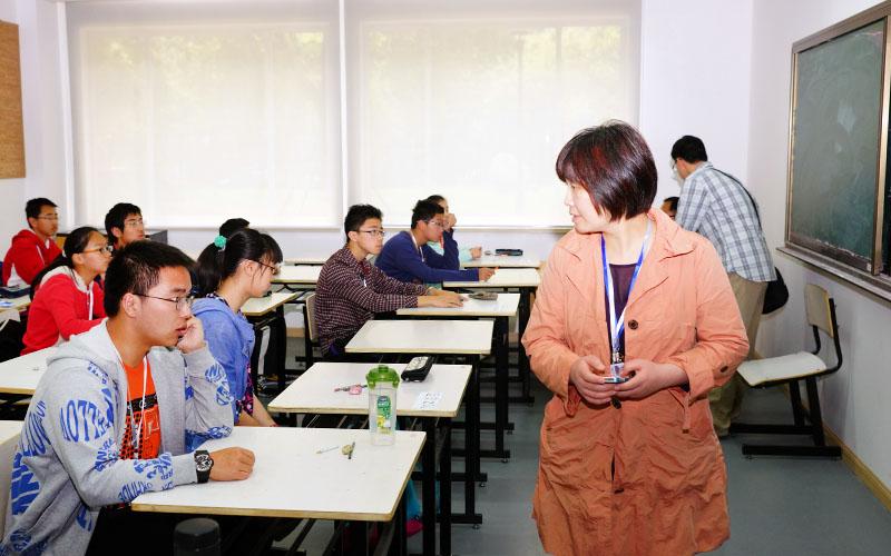 """参与""""华二杯""""上海市中小学生智力游戏大赛组织工作"""