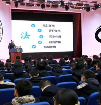 """徐燕平检察长为二附中学生上""""开学第一课"""":为自己的人生扣好第一粒扣子"""