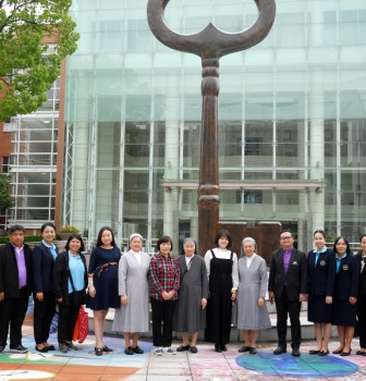 Leaders of three middle schools and iGET from Thailand visit our school