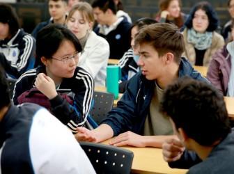 瑞士Gymnasium Kirschgarten学校师生来访我校