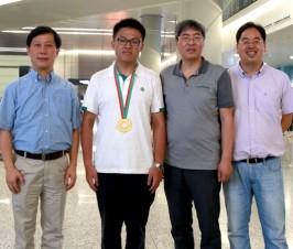 热烈祝贺董泽昊同学勇夺国际物理奥赛(IPhO)金牌