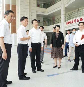 市委副书记于绍良看望慰问二附中师生