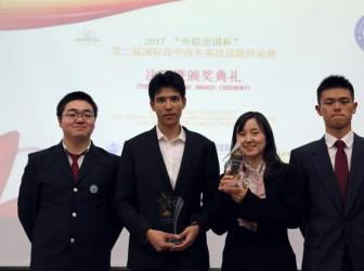 我校学生获英语辩论赛一等奖